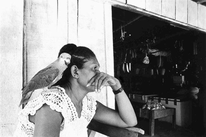 Commerçante chez les chercheurs d'or en Amazonie Brésil par Anne-Marie Louvet photographe