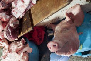 Sur un marché du Yunnan en Chine par Anne-Marie Louvet photographe
